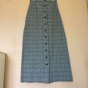 Vintage button front long skirt window pane plad